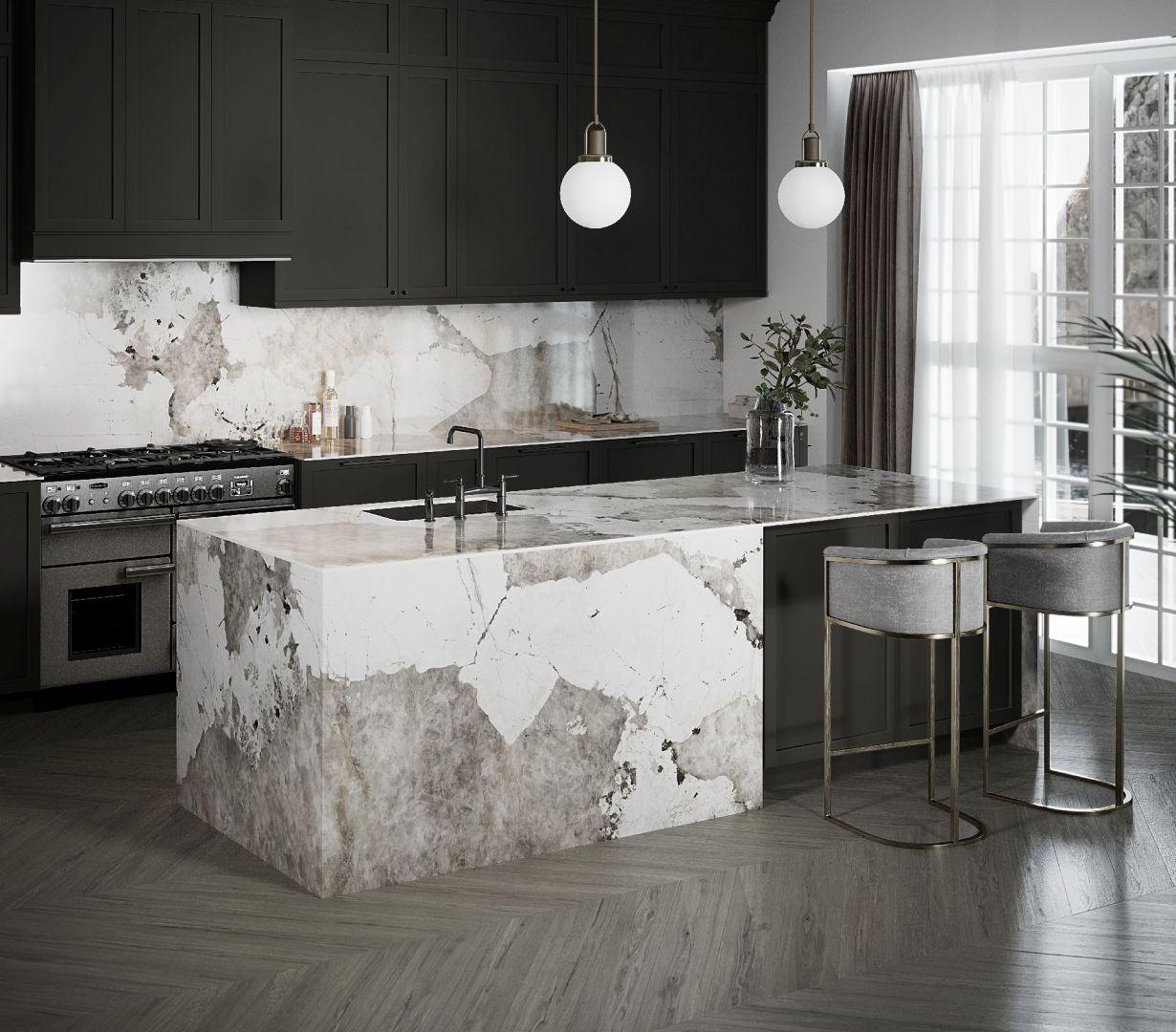 Wzór Khalo powstał dzięki inspiracji kamieniem, który, ze względu na swoją unikalną formację i wyjątkowe kolory, jest jednym z najbardziej cenionych granitów na świecie.  Fot. Dekton wzór Khalo Cosentino