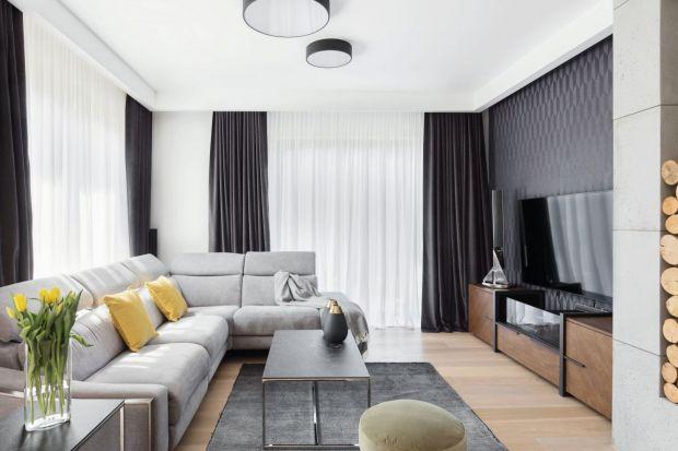 Urządzenie salonu w jasnym kolorach to doskonały pomysł. Sprawdzi się zarówno w małym salonie, jak i w dużym.