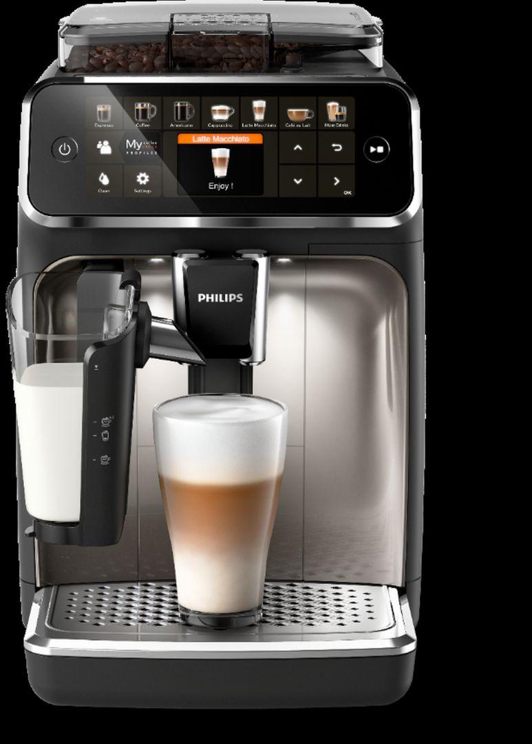 Philips 5400 oferuje 12 pysznych kaw do wyboru. Możesz stworzyć cztery profile użytkownika, aby zachować swoje preferencje, takie jak moc, temperatura, ilość kawy czy mleka, dzięki czemu za każdym razem będziesz mieć idealną kawę. Kiedy tylko pojawi się taka potrzeba, opcja dodatkowej porcji kawy (funkcja Extra Shot) wzmocni Twój napój o dodatkowe Ristretto i nada mu wyjątkowy smak. Cena od 2819 zł