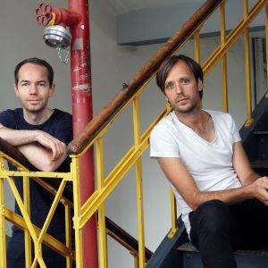 Studio Toer to multidyscyplinarny kolektyw designerski z Holandii, założony w 2011 roku przez Castora Boursa i Woutera Widdershovena