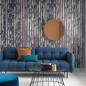 Tapeta na ścianie w salonie może doskonale imitować różne materiały. Tu kolekcja Underground marki Mr Perswall. Fot. Mr Perswall