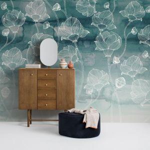 Flowers and Aquarelle to ciekawa kolekcja marki Mr Perswall. Wzory jak malowane akwarelami świetnie wyglądają na ścianie w salonie czy sypialni. Fot. Mr Perswall