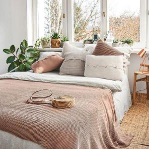 Pościel z lnu produkuje między innymi Moana - polska marka, której produkty można znaleźć w salonie 9design. Cena ok. 570 zł
