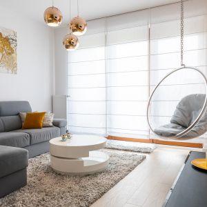 Kanapa z funkcją spania to dobry pomysł jeśli chcemy okazjonalnie położyć spać naszych gości. Projekt Irmina Miernikiewicz. Fot. Katarzyna Dobosz