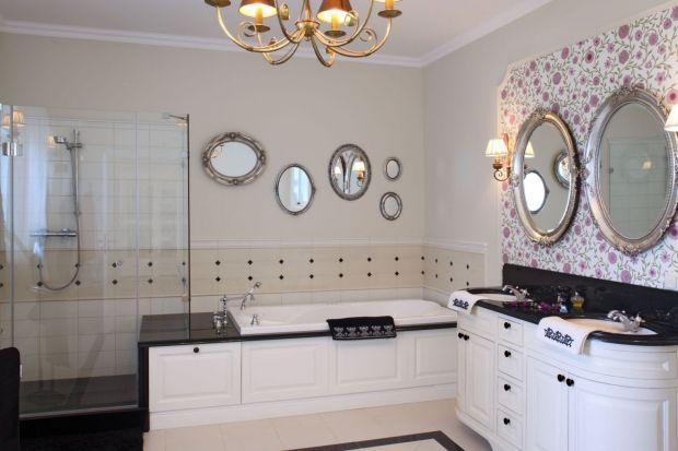 Łazienka w stylu angielskim: jak ją urządzić? 10 pomysłów + poradnik