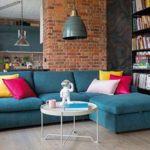 Wyraziste kolorowe meble o zaokrąglonych krawędziach dodadzą takiej przestrzeni charakteru retro. Fot. Gala Collezione