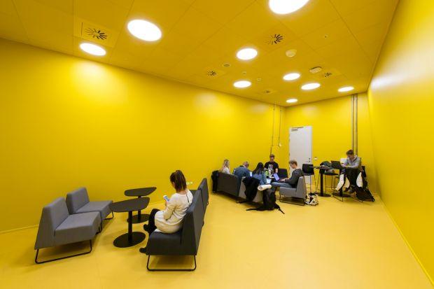 Le Corbusier, architekt i projektant szwajcarsko-francuskiego pochodzenia i jeden z pionierów nowoczesnej architektury, powiedział, że kolor ma równie wielką moc, jak sam plan budynku lub jego fizyczna część. Skąd ta moc?