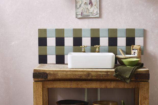 W modnie urządzonych kuchniach ważnym elementem aranżacji jest ściana nad blatem. Chętnie poszukujemy oryginalnych materiałów i ciekawych rozwiązań dekoratorskich, które będę efektowną alternatywą dla trakcyjnych płytek. Annie Sloan radzi,