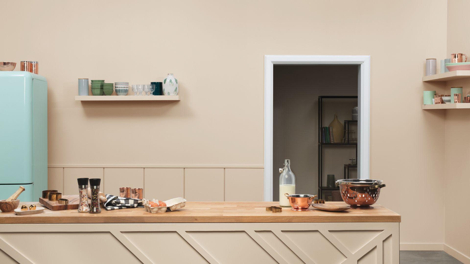 Subtelny charakter odcienia Cappucino z linii farb Beckers Designer Colour będzie idealnie współgrał z drewnianymi meblami, z kolei zastosowanie na wyspie kuchennej emalii Beckers Designer Colour w tym samym kolorze pozwoli uzyskać pełne wyjątkowej harmonii wnętrze.