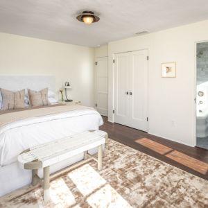 Jedna z pięknych sypialni. Zdjęcia: Christopher Stinner, Juwan Li, Adrian Van Anz. Źródło: TopTenRealEstateDeals.com