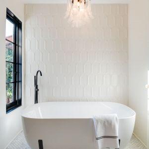 Jedna z łazienek w domu. Zdjęcia: Christopher Stinner, Juwan Li, Adrian Van Anz. Źródło: TopTenRealEstateDeals.com