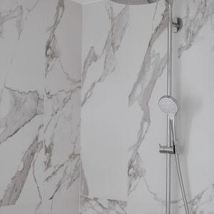 Przed remontem łazienki warto zwrócić szczególną uwagę na wybór płytek. Ula Michalak radzi, aby zdecydować się na płytki z wykończeniem satynowymNa zdj. łazienka Uli Michalak