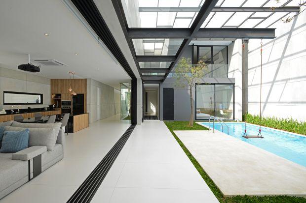 Przydomowy basen to oczywistość dla Włochów, Hiszpanów czy Nowozelandczyków. W Polce wciąż pozostaje synonimem luksusu, choć coraz częściej i chętniej inwestuje się w jego budowę, biorąc pod uwagę nie tylko przyjemność korzystania z nieg