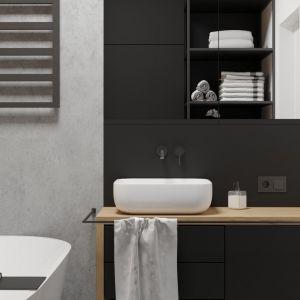 W łazience na ścianach znalazły się imitujące beton płytki i drewniane lamele. Projekt i wizualizacje: Agnieszka Rozmysłowicz, Viann Interior Design
