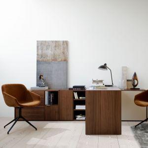 Domowe biuro powinno komponować się z aranżacją pozostałej części mieszkania, ale jednocześnie stanowić odrębną strefę o konkretnym przeznaczeniu. Fot. BoConcept