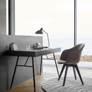 Najważniejszym aspektem pracy zdalnej jest komfort pracy, dlatego powinien być priorytetem podczas aranżowania domowego biura. Fot. BoConcept