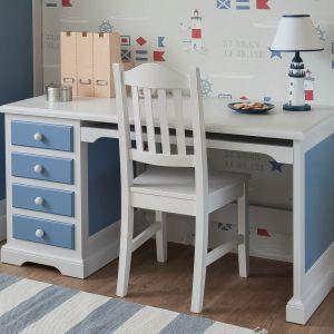 Klasyczne białe biurko z szufladami przypadną do gustu miłośnikom klasycznych, eleganckich form. Fot. Nizio Interiors