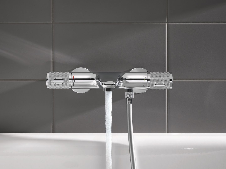 Armaturę termostatyczną wyposażono na przykład w innowacyjny system Grohe CoolTouch. Zastosowano go m.in. w bateriach termostatycznych Grohtherm 1000 Performance. Jego działanie polega na izolowaniu gorącej wody wewnątrz baterii, dzięki czemu jej powierzchnia nie nagrzewa się nigdy do temperatury wyższej niż temperatura wody zmieszanej.