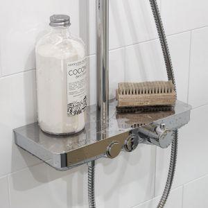 Wykonany z mosiądzu korpus baterii Rain Krotos o szerokości 35,5cm moze służyć jako półka - duże pole odkładcze, wygodne i praktyczne, w sam raz na podręczne kosmetyki. Fot. Excellent