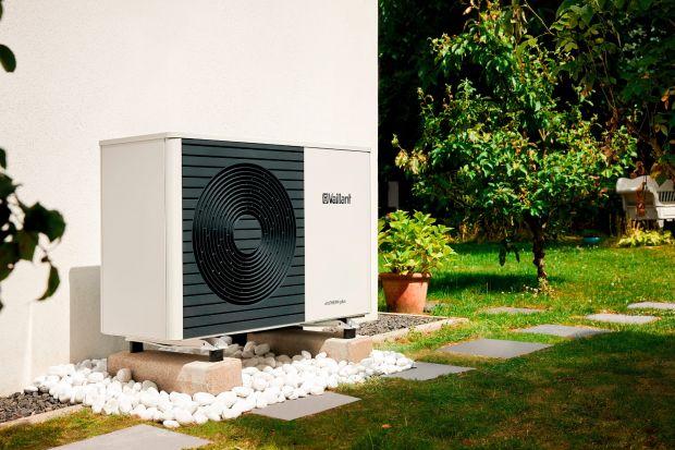 Instalacja klimakonwektorowa współpracująca z pompą ciepła pozwoli na najwydajniejsze wykorzystanie trybów chłodzenia i grzania. Dowiedz się więcej na temat połączenia pompa ciepła-klimakonwektor!