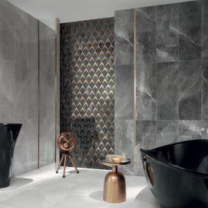 Mocnej grafice kamienia w płytkach Brainstorm graphite i Brainstorm black, miedziany akcent dodaje ekspresji i charakteru łazience, jednocześnie jest na tyle dyskretny, by pozwolić w pełni wybrzmieć dekorom ściennym. Fot. Tubądzin