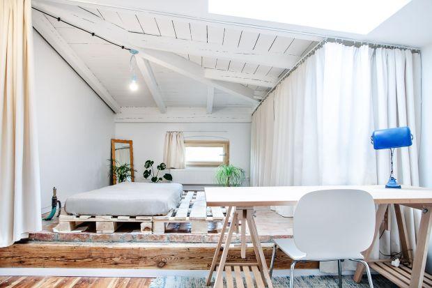 78-metrowy strych przerobiony na nowoczesne mieszkanie to dzieło architektów z poznańskiej pracowniAtelier Starzak Strebicki.