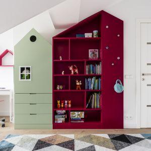 Stworzenie w pokoju dziecka przestrzeni do zabawy jest bardzo istotne. To tam może się relaksować po wyczerpującym dniu w szkole czy przyjmować przyjaciół. Projekt Magma. Fot. Fotomohito