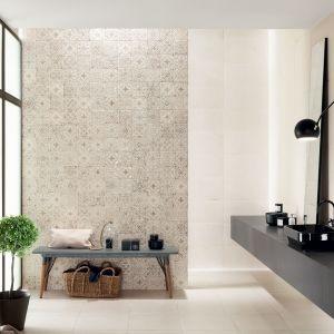 Kolekcja Tinta Ceramiki Tubądzin składa się z matowej płytki podstawowej w nierównym białym kolorze nawiązującym do faktury cementu, o wymiarach 598 x 298 mm.Ccena 103,94 zł/m2. Fot. Tubądzin