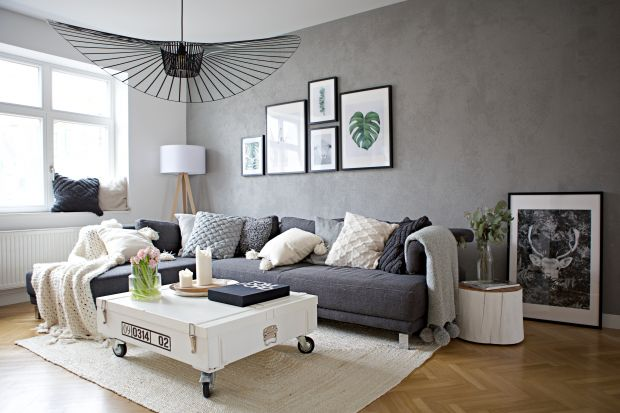 Ta 250-metrowastara przedwojenna willa mieści sięniedaleko Hanoweru w Niemczech. Architekci z polskiej pracowni SHOKO design stworzyli piękne i ponadczasowe wnętrze dla rodziny z dwoma córkami.