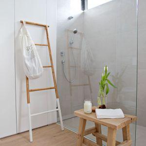 Łazienka z kabiną bez brodzika. Projekt: SHOKO design
