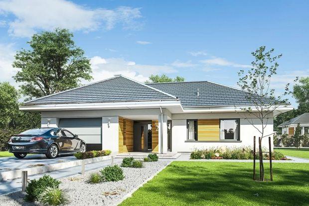 To średniej wielkości dom parterowy idealnydla czteroosobowej rodziny. Jego bryła jest dośćprosta będzie więc niedrogi w budowieoraz w późniejszej eksploatacji.