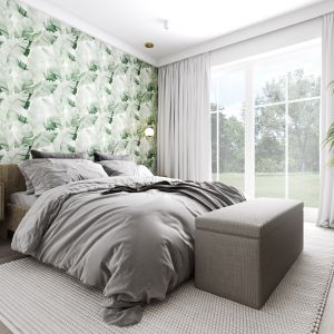 Ścianę za łóżkiem zdobi piękna tapeta w delikatny wzór liści bananowca. Projekt: Marta Ogrodowczyk, Marta Piórkowska. Wizualizacja: Elżbieta Paćkowska