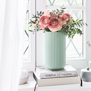 Porcelanowy wazon w kolorze miętowym. Westwing