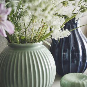 Dekoracyjne wazony z kolekcji Vanligen w modnych tej wiosny kolorach. 29,99 zł, Ikea