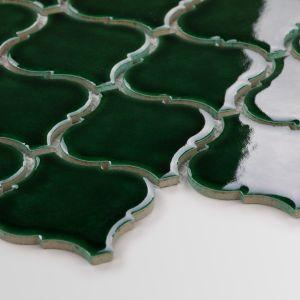 Oprócz tego Raw Decor poszerza swoją bestsellerową kolekcję heksagonów, arabeski i flabellum o kolor zielony. Na zdj. Arabeska Duża Emerald