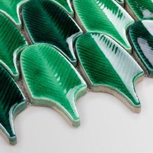 """Nowością są między innymi mozaiki w kształcie liści o nazwie """"Spring Leaves"""" oraz w kształcie piór """"Aurora Green''. Na zdj. Aurora Green"""