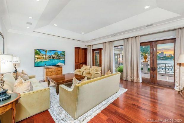 Jennifer Lopez i Alex Rodriguez słyną z miłości do luksusowych rezydencji. Ostatnio para nabyła kolejny dom na Star Island nad Florydzie. Zaglądamy do wnętrz wartych 40 milionów dolarów!