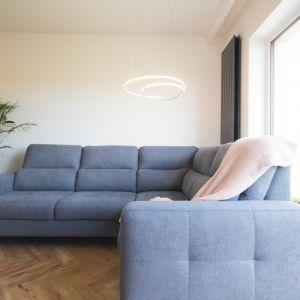 Po konsultacji z architektem zadecydowano, że mieszkanie zostanie podzielone na bardziej nowoczesną górę i przytulny dół, w którym klienci spędzają najwięcej czasu. Projekt Nabak Architektura Wnętrz / Luxrad