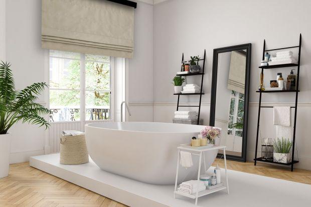Jakie rozwiązanie wybrać do dekoracji okna w łazience? Możliwości jest sporo, a wybór szeroki. Sprawdźcie, co polecają eksperci.