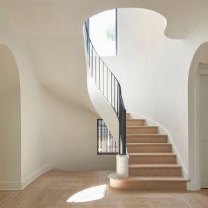 Piękny architektoniczny detal - oryginalna klatka schodowa. Projekt: Salem Architecture. Zdjęcia: Phil Bernard