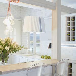 Nowoczesne kuchnie mogą być zaprojektowane w wielu odcieniach. Od bieli, aż po… delikatny róż! Projekt ernestrust/kuchnia S4