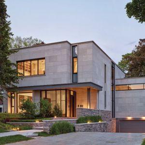 Tak prezentuje się dom z zewnątrz. Projekt: Taylor Smyth Architects, projekt wnętrza: Cecconi Simone. Fot. Studio Shai Gil