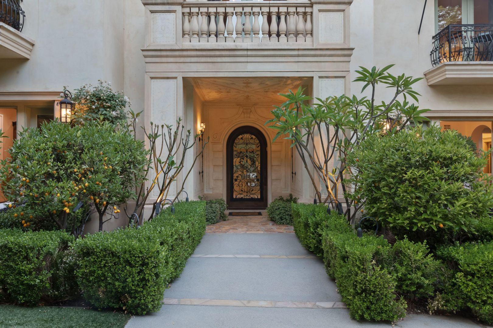 Baby One More Time - możemy śmiało zaśpiewać, jeśli chodzi o dawną rezydencję Britney Spears w Beverly Hills, która właśnie szuka właściciela.