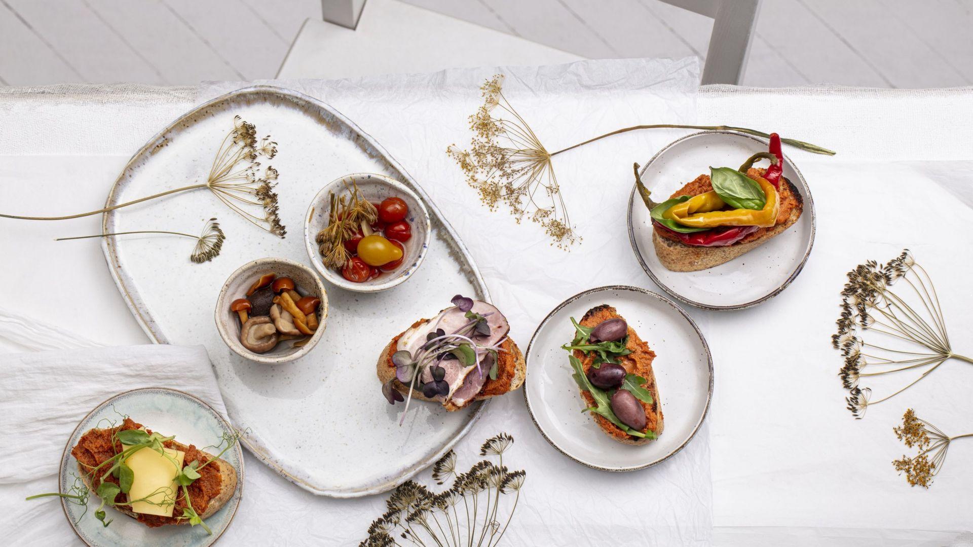Kanapeczki w stylu finger food z pastą warzywno-mięsną. Fot. ZM Pekpol