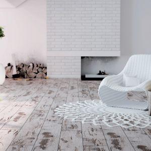 Podłoga stylizowana na wiekową nadaje prowansalskiej aranżacji wyjątkowy klimat. Na zdjęciu panele Adventure Dąb Fresco od RuckZuck