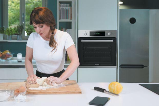 Urządzenie kuchni w nowym domu czy po remoncie to nie lada wyzwanie. Pomieszczenie to powinno być efektowne, modne, ale także zaplanowane tak, aby było funkcjonalne i dostosowane do oczekiwań domowników. Nieodzownym elementem wyposażenia nowoczesne