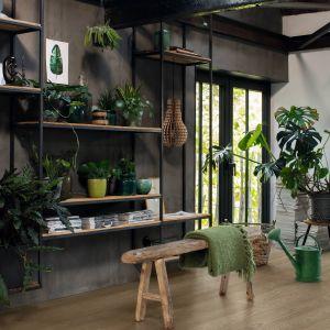 Kolejnym rozwiązaniem wpisującym się w trend bliskości z naturą jest montaż w domu drewnianej podłogi Quick-Step. Fot. Quick-Step Parkiet Castello