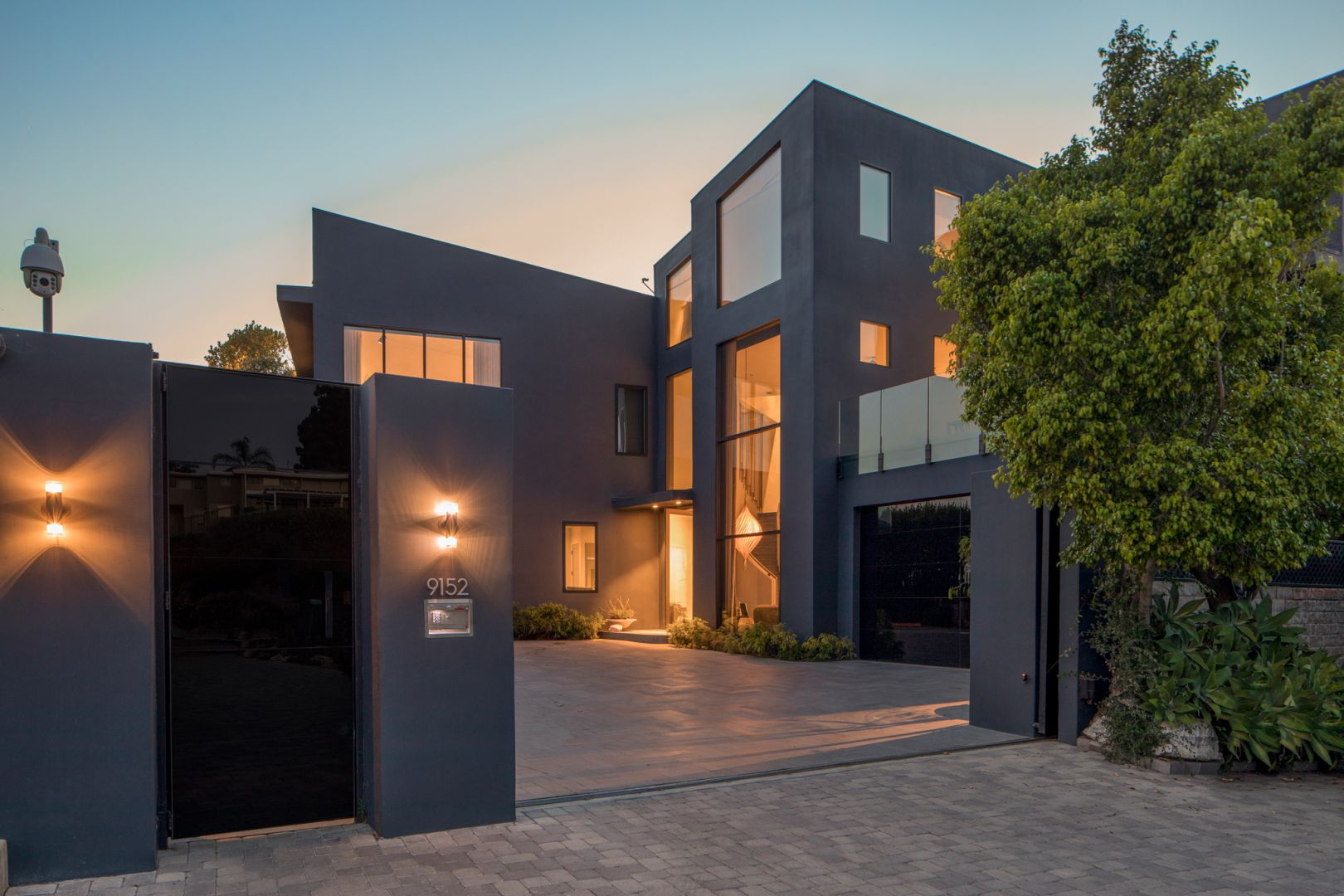 Piosenkarz John Legend i jego żona Chrissy Teigen, modelka, wystawiają swój piękny dom na sprzedaż za 23,95 miliona dolarów.