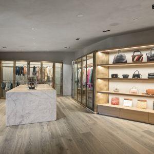 Wszystkie garderoby w domu bardziej przypominają salony mody, niż miejsce do przechowywania ubrań.