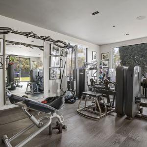 W luksusowej rezydencje odnajdziemy również siłownię.